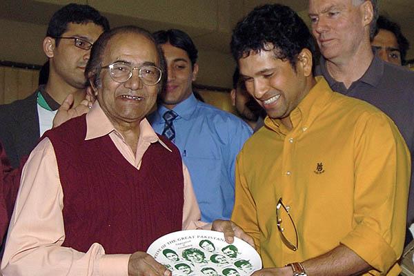 Indian cricket star Sachin Tendulkar (right) presents a commemorative shield to Hanif Mohammad. Asif Hassan—AFP