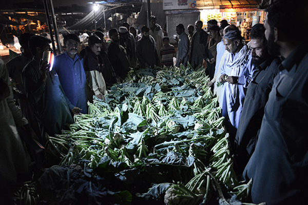A wholesale market in Islamabad, Oct. 29. Farooq Naeem—AFP