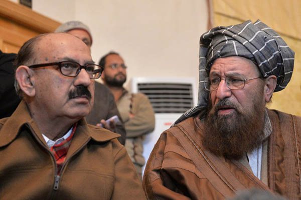 Irfan Siddiqui (left), a member of the government's team of negotiators, talks to Maulana Sami-ul-Haq of the Pakistani Taliban. Aamir Qureshi—AFP