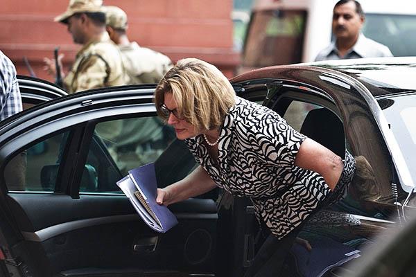 The acting U.S. ambassador arrives at the Ministry of External Affairs. Prakash Singh—AFP