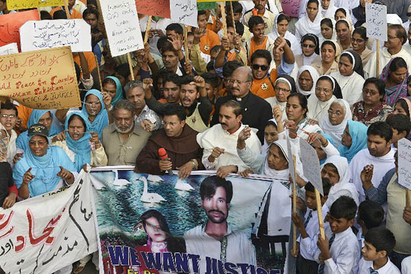 Demonstrators protest against the lynching of Shehzad Masih and Shama Bibi. Arif Ali—AFP