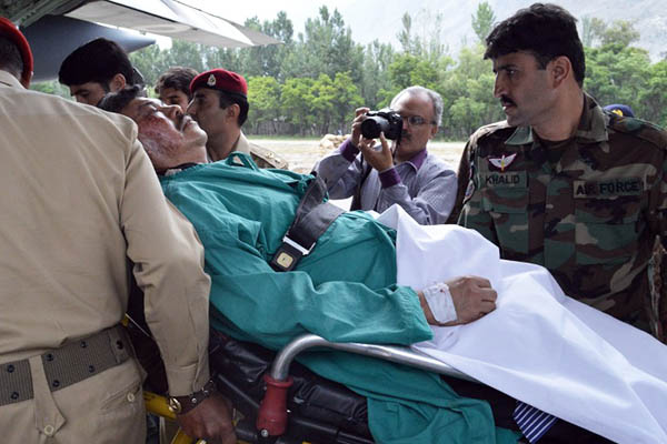 Pakistani soldiers prepare injured Malaysian ambassador Hasrul Sani Mujtabar for transport in Gilgit on May 9, 2015. Manzar Hussain—AFP