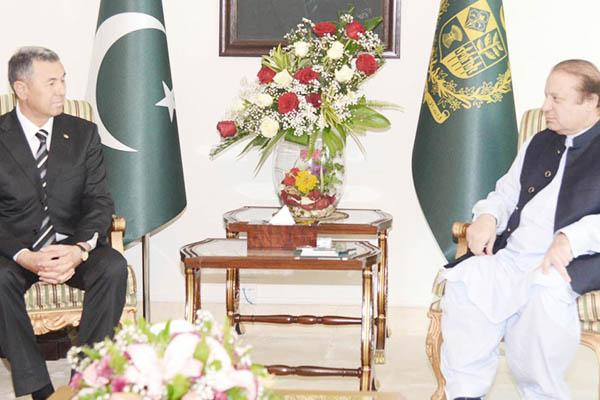 P.M. Sharif with Turkmenistan Oil & Gas Minister Baymurat Hojamuhamedov. Courtesy PID