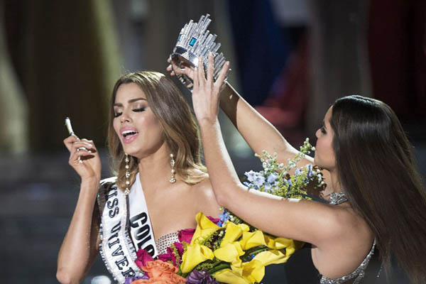 Miss Colombia (left) was mistakenly crowned Miss Universe 2015. Valerie Macon—AFP
