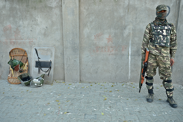 An Indian paramilitary trooper in Srinagar, Sept. 29. Tauseef Mustafa—AFP